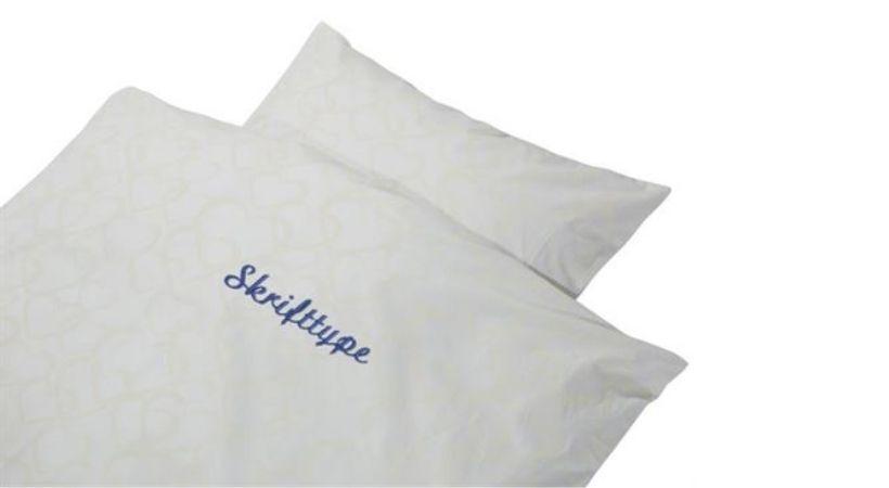Baby-sengetøj med navn